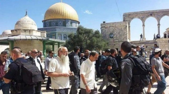 مستوطنون وحاخامات يقتحمون المسجد الأقصى
