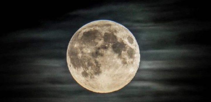 معلومات جديدة عن القمر.. المياه تتطاير والزلازل تضربه باستمرار