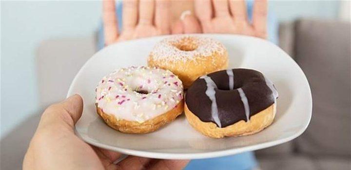 ماذا يحدث لجسمك عند توقف أكل السكر؟