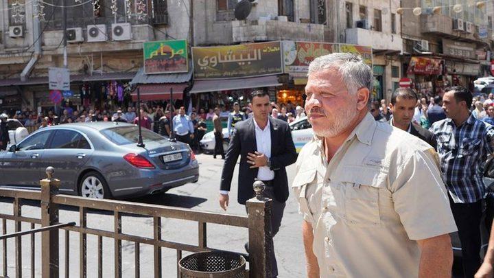 الملك عبد الله يتفقد المسجد الحسيني بعد حريق في حرمه