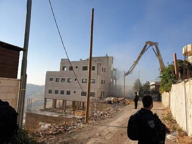 حي وادي الحمص محاصر ... الاحتلال يشرع بهدم 13 مبنى