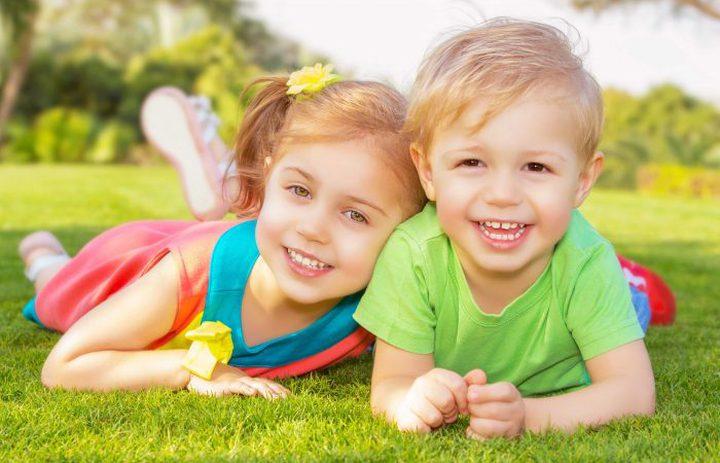 طرق لتجعلي أطفالك يتعاملون معاً بلطف