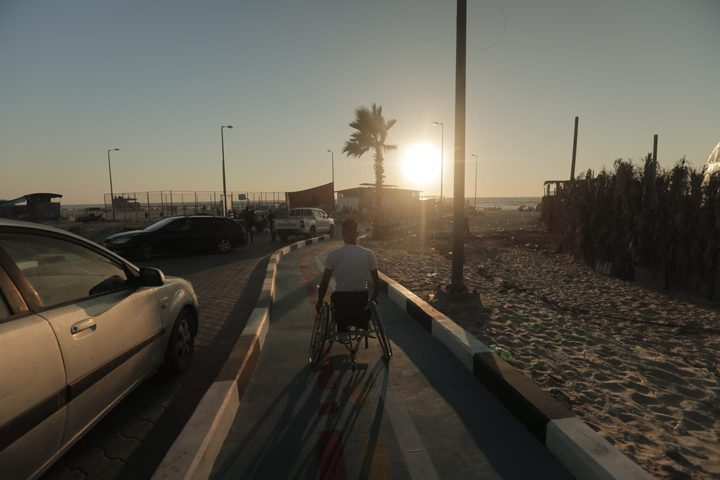 افتتاح أول استراحة تناسب ذوي الاعاقة على شاطئ بحر غزة