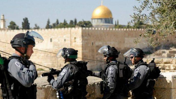 الاحتلال يعتقل مقدسيين ويبعد طفلاً وشاباً عن المسجد الأقصى