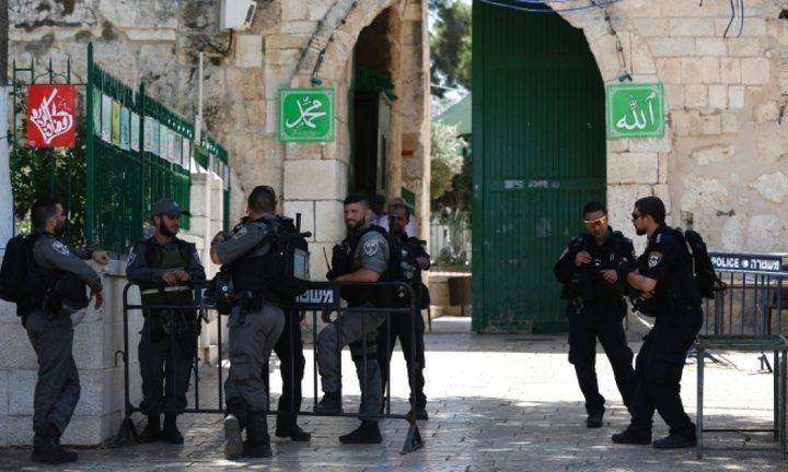 الاحتلال يبعد مرابطة مقدسية عن المسجد الأقصى