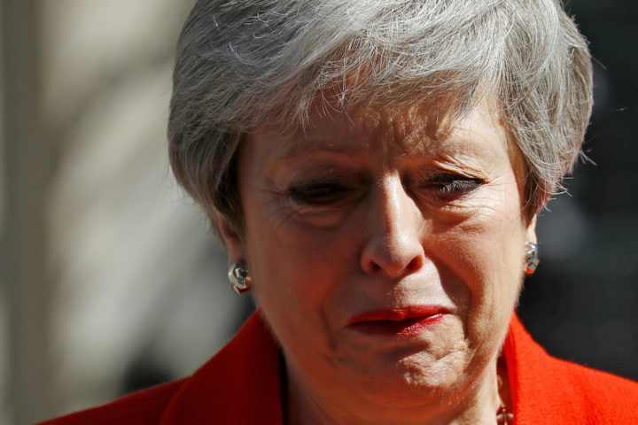 """قرارات خاطئة أطاحت بسيدة بريطانيا """"تيريزا ماي"""""""