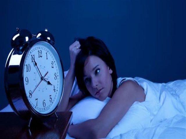 ما هي أسباب استيقاظك في منتصف الليل؟
