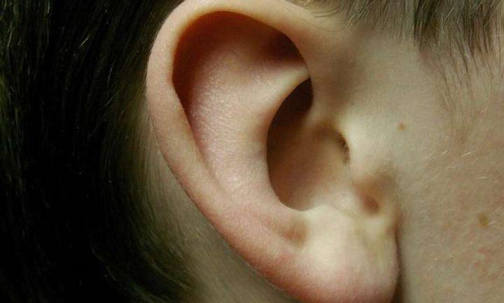دراسة: تحفيز الأذن يساعد في السيطرة على أعراض مرض الباركنسون