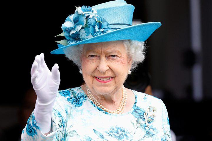 طريقة غريبة تختار بها ملكة بريطانيا أزياءها يوميا