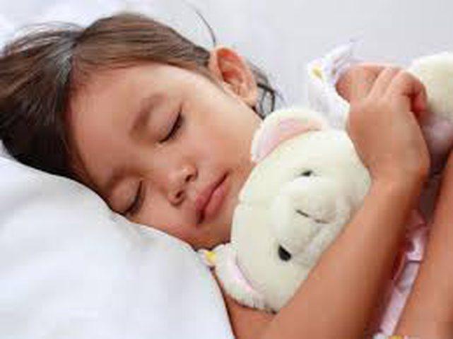 لماذا يتحدث البعض أثناء نومهم؟