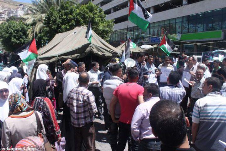 اعتصام تضامني مع الأسرى الإداريين المضربين عن الطعام في نابلس
