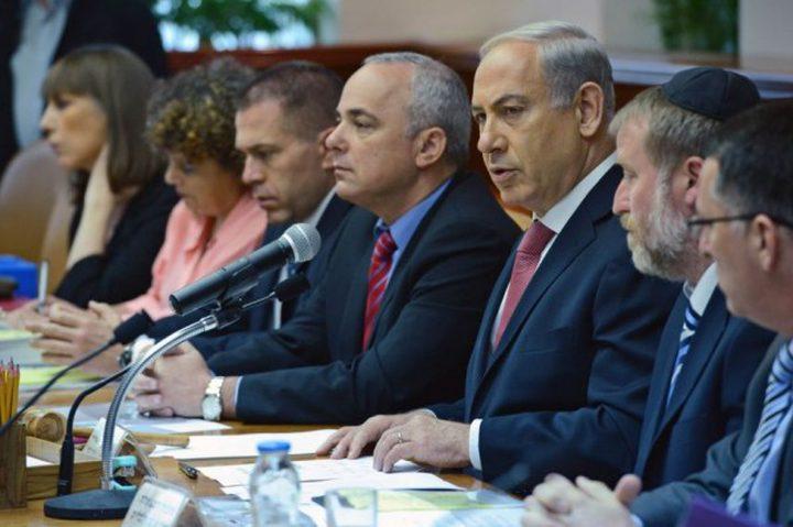 وزير اسرائيلي يرد على قرار الرئيس عباس.. فماذا قال؟