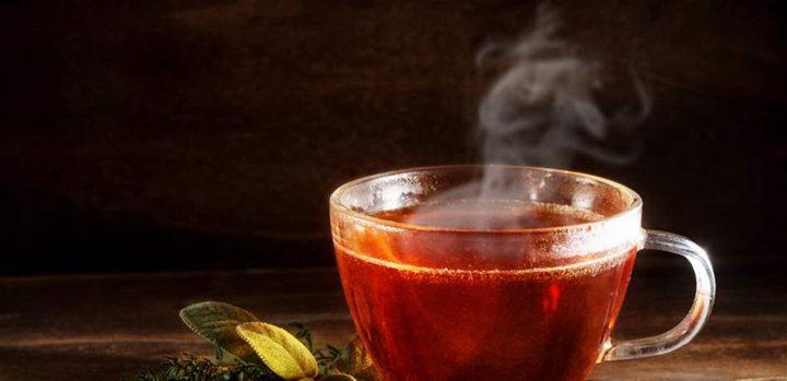 هذا ما يفعله الشاي الساخن بجسمك في الصيف