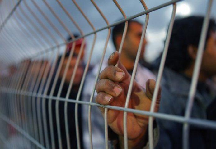 4 أسرى يضربون عن الطعام رفضاً لاعتقالهم الاداري