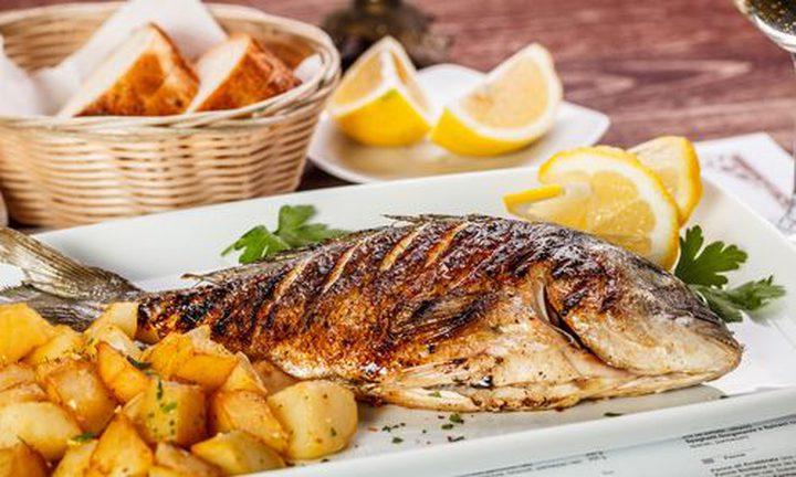 سمك القد المخبوز مع الليمون والثوم