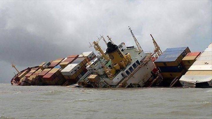 سلطات أذربيجان تنقذ طاقم سفينة إيرانية من الغرق