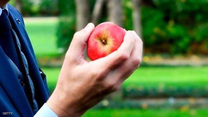 """دراسة تكشف سرا """"مفاجئا"""" عن فوائد التفاح"""