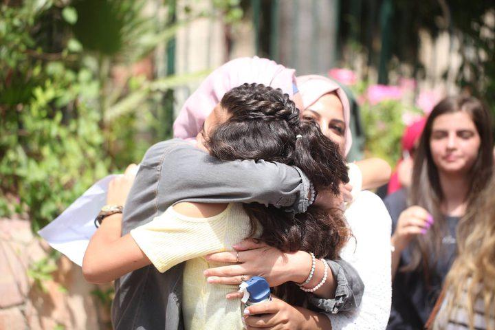 الطالبة الشافعي نالت المركز العاشر في الثانوية على فلسطين