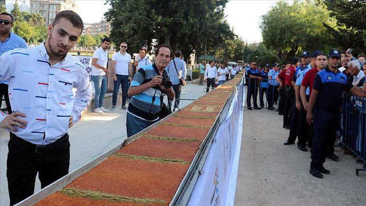 كنافة طولها 80 مترا تحضر في تركيا