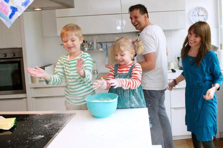دراسة: 7% فقط من الأزواج يتشاركون الأعباء المنزلية بالتساوي