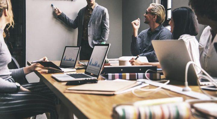 5 طرق لتوفير الوقت باستخدام ميزات الذكاء الاصطناعي في عملك