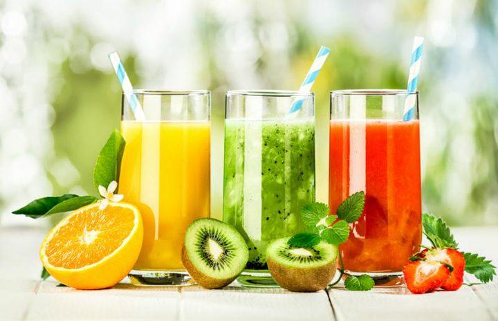 أخصائية تعذية: عصائر الفاكهة تحتوي على نسبة عالية من السكر