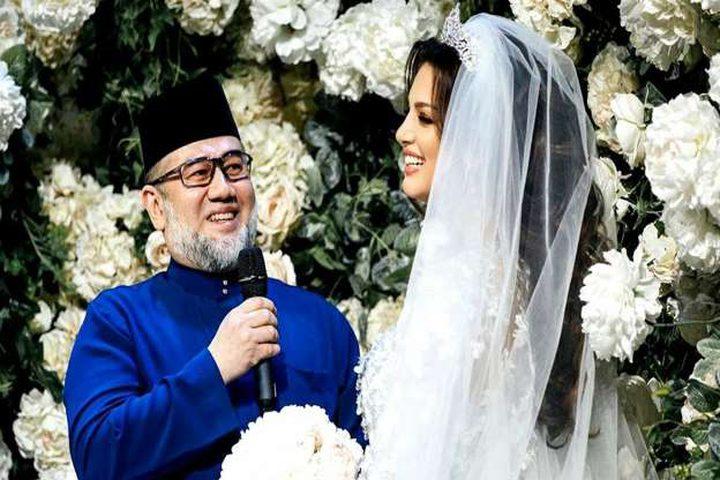 ملك ماليزيا السابق يطلق ملكة جمال موسكو