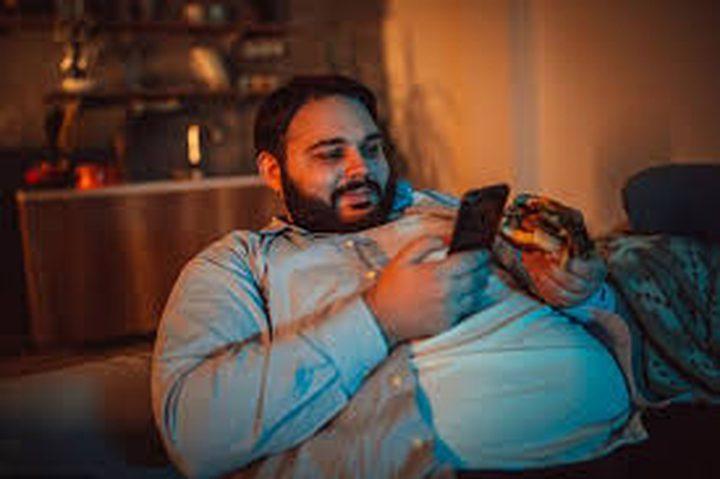 هاتفك يجعلك سميناً لهذه الأسباب