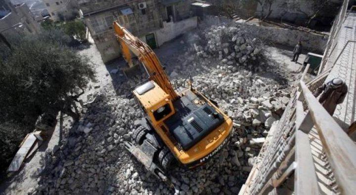 أهالي واد الحمص ينصبون خياماً قرب المباني التي هدمها الاحتلال