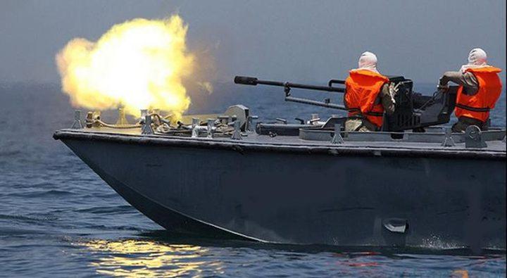 زوارق الاحتلال تستهدف الصيادين في بحر قطاع غزة
