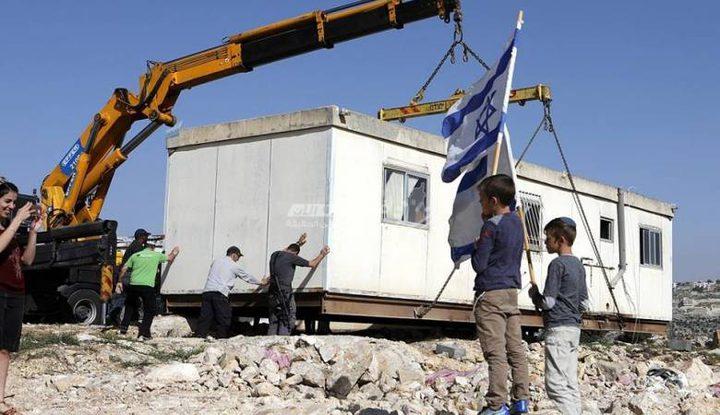 """مستوطنون ينصبون """"كرفانا"""" جديدا في المرمالة بالأغوار الشمالية"""
