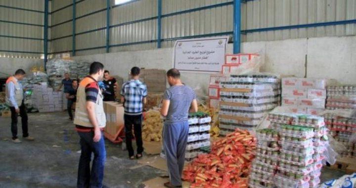 رام الله: التنمية الاجتماعية توزع طروداً غذائية للأسر المحتاجة