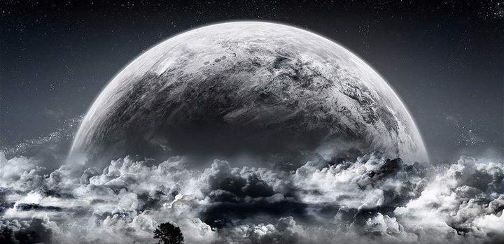 قمر أسود في نهاية تموز .. ماذا يحمل؟