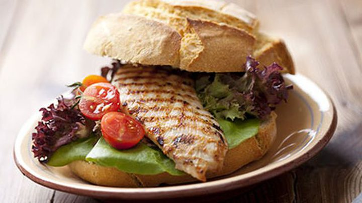 ساندويشات الدجاج بالأفوكادو