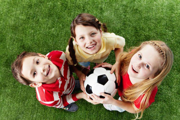 ما هي فوائد لعب الأطفال رياضة كرة القدم ؟