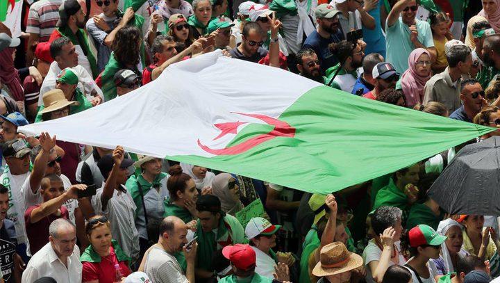 الجزائر: جدل في الشارع بعد نبأ فرار وزيرة الى فرنسا متهمة بالفساد