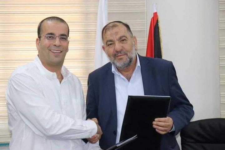 توقيع اتفاقية لإنشاء أول محطة لشحن المركبات الكهربائية في الخليل