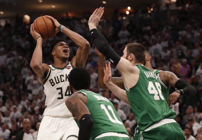 أنتيتوكومبو أفضل لاعب في دوري كرة السلة الأميركي للمحترفين