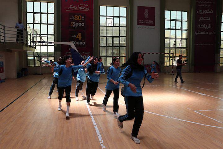 يحضر الأطفال في شمال مدينة غزة ، الحفل الختامي للمخيمات الصيفية الذي تنظمه وكالة الأمم المتحدة لإغاثة وتشغيل اللاجئين الفلسطينيين (الأونروا) ، في شمال مدينة غزة  يذكر أن المخيمات الصيفية تستمر لمدة خمسة أسابيع ، وتقدم مجموعة واسعة من الأنشطة مثل الرياضة ، الألعاب والفنون والرقص.