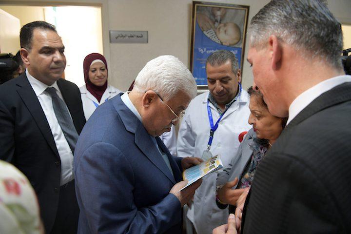 الرئيس الفلسطيني محمود عباس يزور اليوم مديرية الصحة في مدينة رام الله بالضفة الغربية .