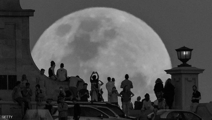 القمر الأسود يظهر الليلة