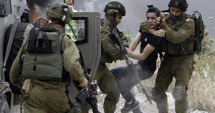 الاحتلال يعتدي على مسنة ويعتقل حفيدها في العيساوية