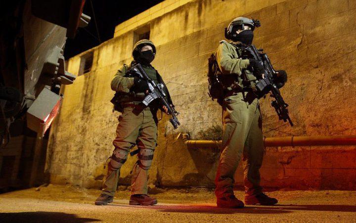 الاحتلال يحتجز عشرات المواطنين في دير نظام عدة ساعات