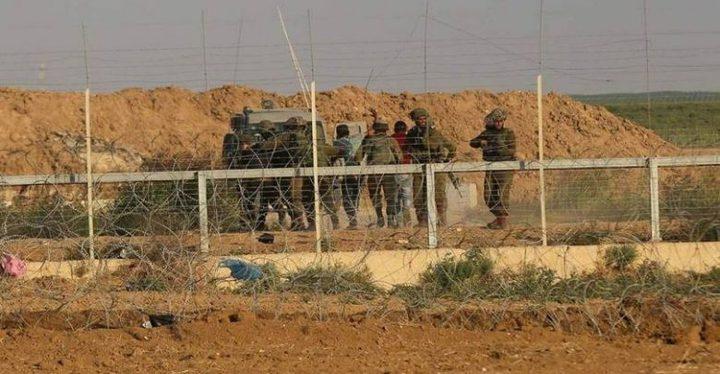 الاحتلال يعتقل شابين بعد اجتيازهما السياج الفاصل مع غزة