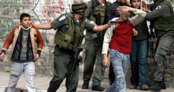 قوات الاحتلال تعتقل فتيين في العيساوية بالقدس المحتلة