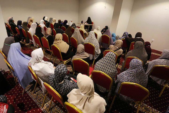 حاجَّات فلسطينيات يتلقين دروساً دينية ،اليوم السبت ،في مكة المكرمة ،بالمملكة العربية السعودية.