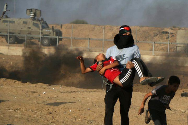 أصيب 49 مواطنا بالرصاص الحي والمطاطي والعشرات بالاختناق ،يوم الجمعة، اثناء مهاجمة قوات الاحتلال الاسرائيلي للمشاركين في المسيرات الاسبوعية السلمية التي تقام ايام الجمعة من كل اسبوع شرقي قطاع غزة.