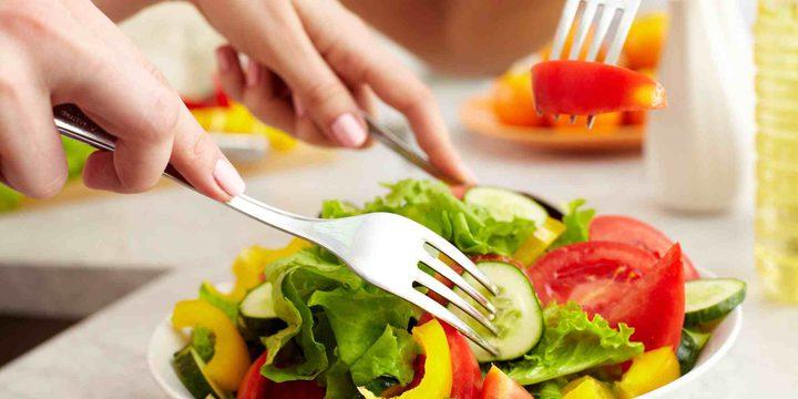 دراسات تحدد الوقت المثالي لتناول الوجبات الغذائية