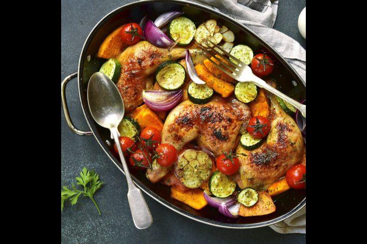 دجاج محمر مع الخضار والثوم
