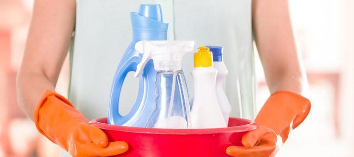 تحذير.. خلط مواد التنظيف خطر كبير يهدد صحة ربة المنزل